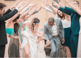 Stokpic. I detta fall en bild på bröllopsfirande.