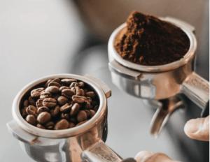 Kaffekvarn är ett bra tillbehör.